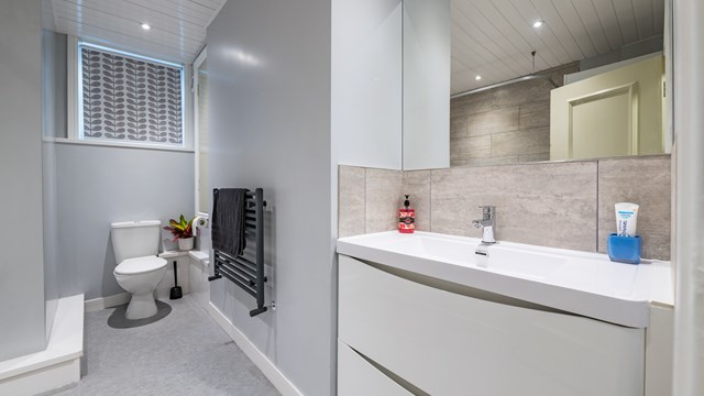 36 Delph Lane Bathroom-3.jpg