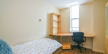Flat 2, 169 Radford Road - Bedroom 1.jpg